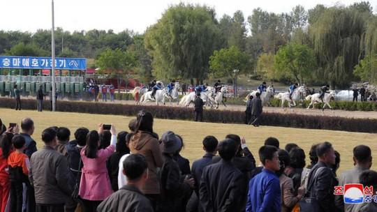 Triều Tiên cho phép dân cá cược, đối phó lệnh trừng phạt - Ảnh 2.