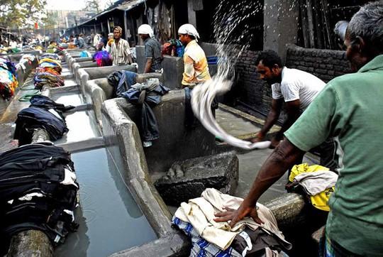 Tiệm giặt là bằng tay có hơn 7.000 nhân viên - Ảnh 3.
