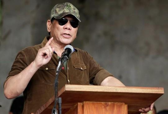 Tổng thống Duterte: Đạn từ súng Trung Quốc kết liễu thủ lĩnh khủng bố - Ảnh 1.