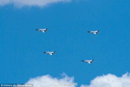 Trung Quốc khoe ảnh hiếm về chiến đấu cơ tàng hình bị nghi mượn thiết kế Mỹ - Ảnh 1.