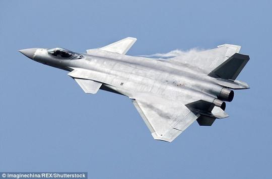 Trung Quốc khoe ảnh hiếm về chiến đấu cơ tàng hình bị nghi mượn thiết kế Mỹ - Ảnh 3.
