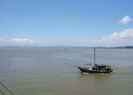 Ngắm dòng sông nổi tiếng bậc nhất trong lịch sử Việt Nam - Ảnh 1.