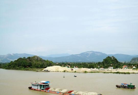 Ngắm dòng sông nổi tiếng bậc nhất trong lịch sử Việt Nam - Ảnh 2.