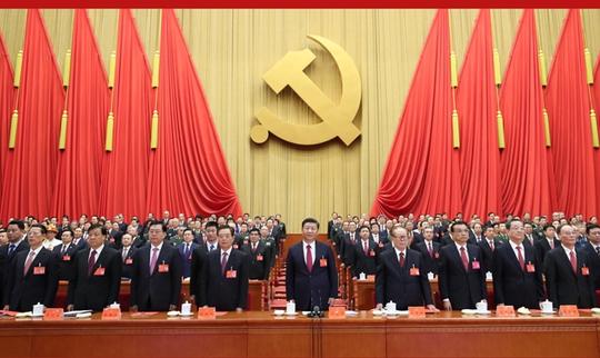 Chủ tịch tập Cận Bình (giữa) chủ tọa phiên bế mạc Đại hội Đại biểu Toàn quốc thứ 19 Đảng Cộng sản Trung Quốc ngày 24-10. Ảnh: THX