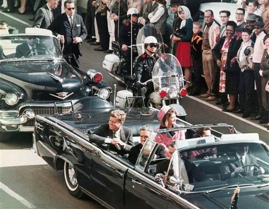 Tại sao ông Donald Trump giữ lại hơn 200 tài liệu vụ ám sát Kennedy? - Ảnh 1.