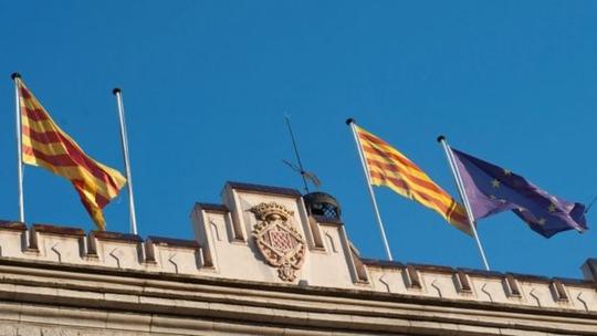 Chính phủ Tây Ban Nha ra tay cứng rắn với Catalonia - Ảnh 1.