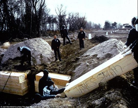 Ngôi mộ tập thể lớn nhất nước Mỹ - Ảnh 4.