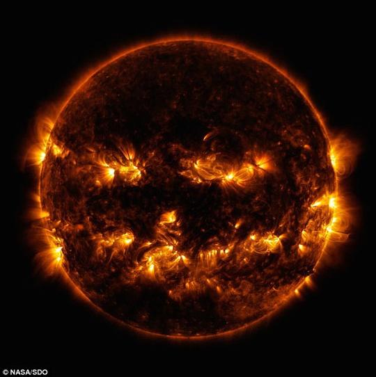 NASA bất ngờ tung bộ mặt Halloween của mặt trời - Ảnh 1.