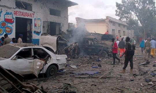 3 vụ đánh bom rúng động Somalia, hơn 50 người thương vong - Ảnh 1.
