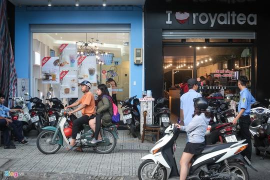 Tranh nhau từng m2 đất bán trà sữa ở Sài Gòn - Ảnh 1.