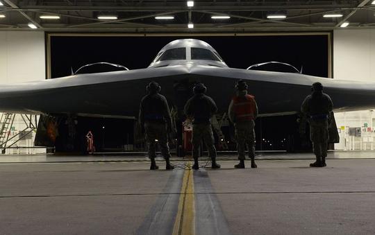Ông Donald Trump sắp đến châu Á, máy bay B-2 tái xuất - Ảnh 1.