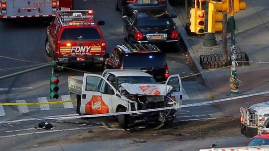Khủng bố lao xe tải vào đám đông tại New York, 8 người thiệt mạng - Ảnh 1.