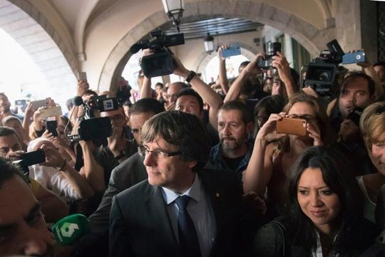 Đối mặt án tù 30 năm, cựu lãnh đạo Catalonia chạy sang Bỉ - Ảnh 1.
