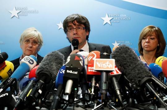 Ông Carles Puigdemont phát biểu tại Bỉ. Ảnh: Reuters