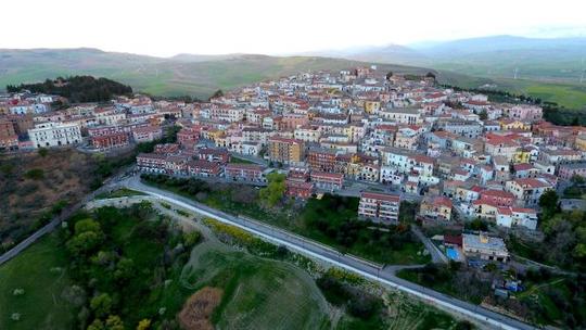 Candela: Thị trấn trả tiền cho người đến sống - Ảnh 1.