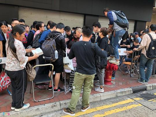 iPhone X đóng thùng xốp, bán như cá ở Hong Kong - Ảnh 2.