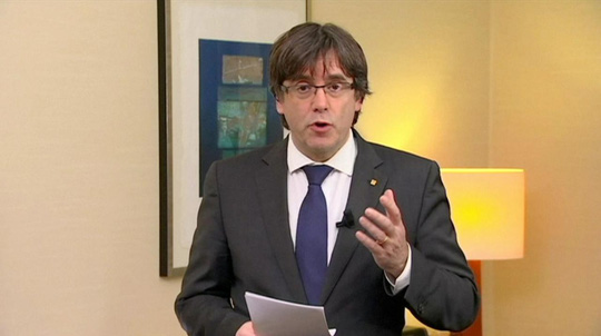 Tây Ban Nha phát lệnh bắt cựu thủ hiến Catalonia - Ảnh 1.