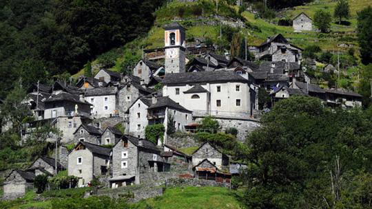 Ngôi làng chỉ có 13 người sắp trở thành khách sạn - Ảnh 2.