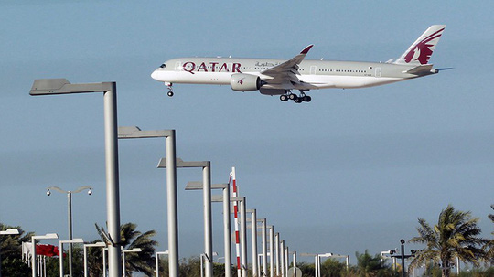 Máy bay buộc phải hạ cánh vì một người vợ lên cơn ghen - Ảnh 1.