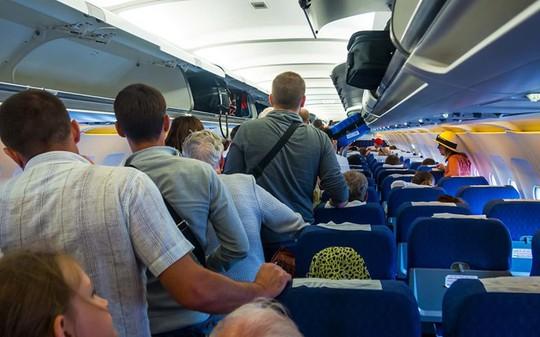 Tại sao hành khách phải đợi lâu trước khi rời máy bay? - Ảnh 1.
