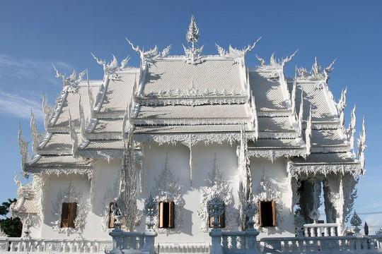 Khám phá ngôi đền trắng kỳ dị ở Thái Lan - Ảnh 2.