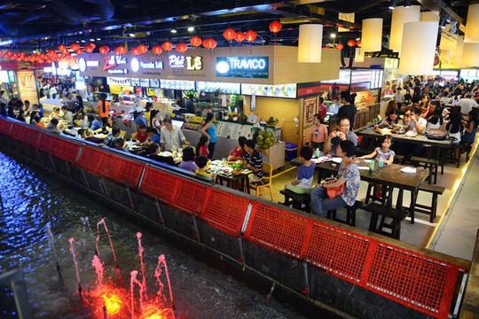 Ăn uống dưới phố ngầm giữa trung tâm Sài Gòn - Ảnh 1.