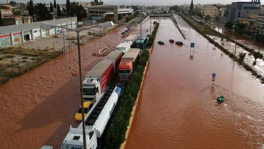 Hy Lạp: Lũ quét kinh hoàng, nhiều người chết kẹt trong nhà - Ảnh 1.