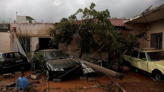 Hy Lạp: Lũ quét kinh hoàng, nhiều người chết kẹt trong nhà - Ảnh 2.