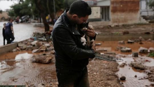 Hy Lạp: Lũ quét kinh hoàng, nhiều người chết kẹt trong nhà - Ảnh 5.