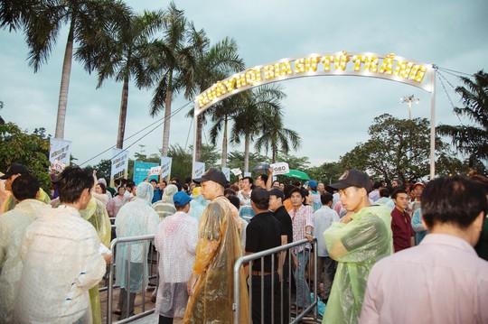 Lễ hội bia Sư Tử Trắng tại Cao Lãnh, Đồng Tháp - Ảnh 1.