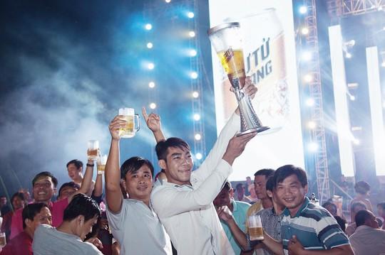 Lễ hội bia Sư Tử Trắng tại Cao Lãnh, Đồng Tháp - Ảnh 2.