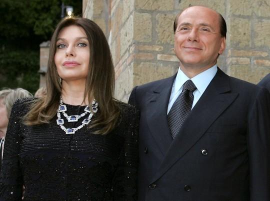 Ông Berlusconi được lấy lại 60 triệu euro tiền chu cấp vợ cũ - Ảnh 1.