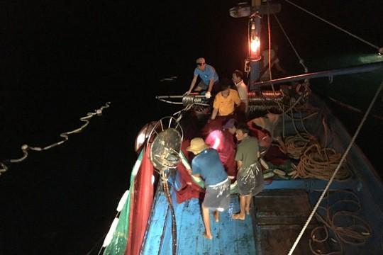 Làm khóm chà trên biển, mỏi tay bắt cá - Ảnh 1.