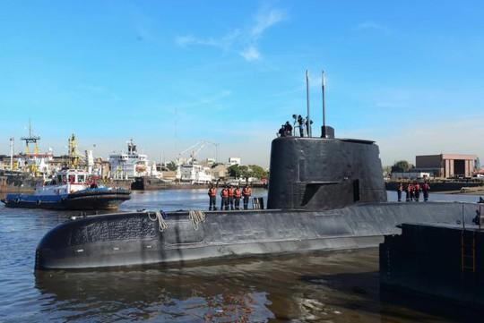 Tàu ngầm Argentina mất liên lạc đột ngột - Ảnh 1.