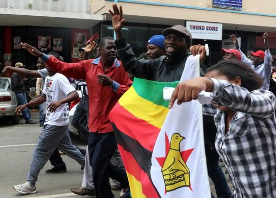 """Tổng thống Zimbabwe """"sẵn sàng chết vì điều đúng đắn"""" - Ảnh 2."""