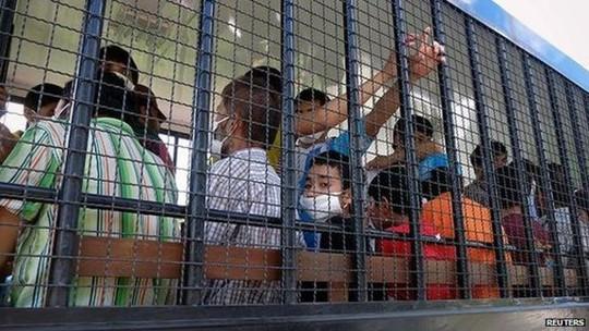 Hàng chục tù nhân Trung Quốc ôm chăn vượt ngục tại Thái Lan - Ảnh 1.