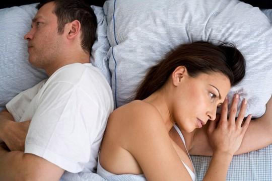 Vợ nổi đóa vì chồng kiêng yêu theo lịch của thầy - Ảnh 1.