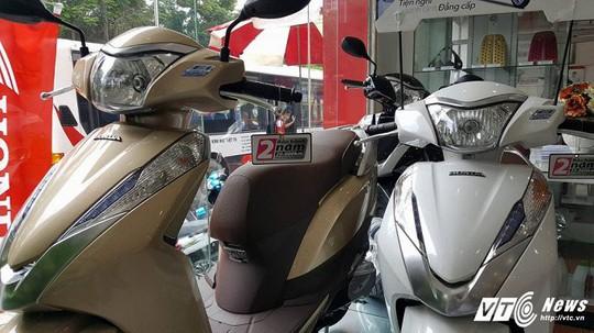 Xe máy tăng vù vù, giá Honda SH chênh lệch hàng chục triệu đồng - Ảnh 2.