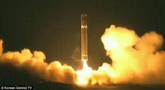 Phi hành đoàn Cathay Pacific nhìn thấy tên lửa Triều Tiên rơi - Ảnh 2.