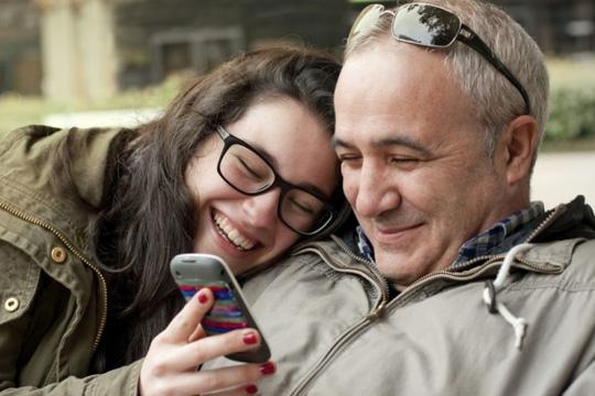 Bố yêu con gái hơn vàng - Ảnh 2.