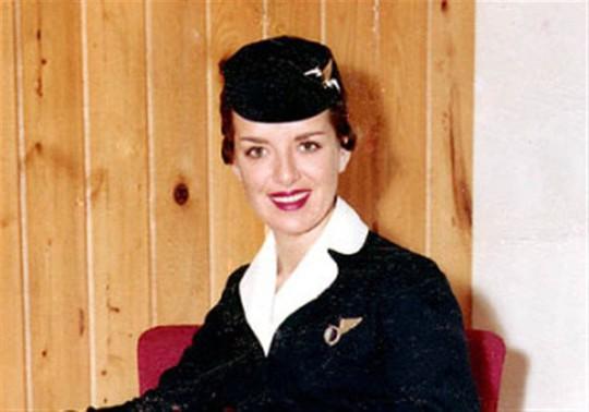 Nữ tiếp viên hàng không 81 tuổi vẫn vi vu trên bầu trời - Ảnh 5.