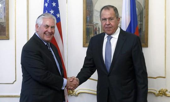 Ngoại trưởng Nga chuyển thông điệp bất ngờ của Triều Tiên cho ông Tillerson - Ảnh 1.