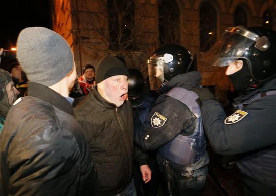 Vừa được giải thoát, cựu tổng thống Georgia bị bắt trở lại - Ảnh 2.