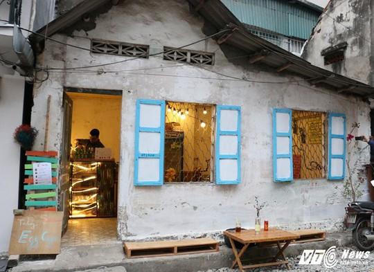 Quán cafe đường ray tàu hỏa tại Hà Nội khiến du khách thích thú