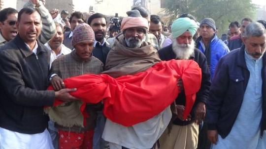 Ấn Độ phẫn nộ vụ cưỡng hiếp và sát hại bé gái 6 tuổi - Ảnh 1.