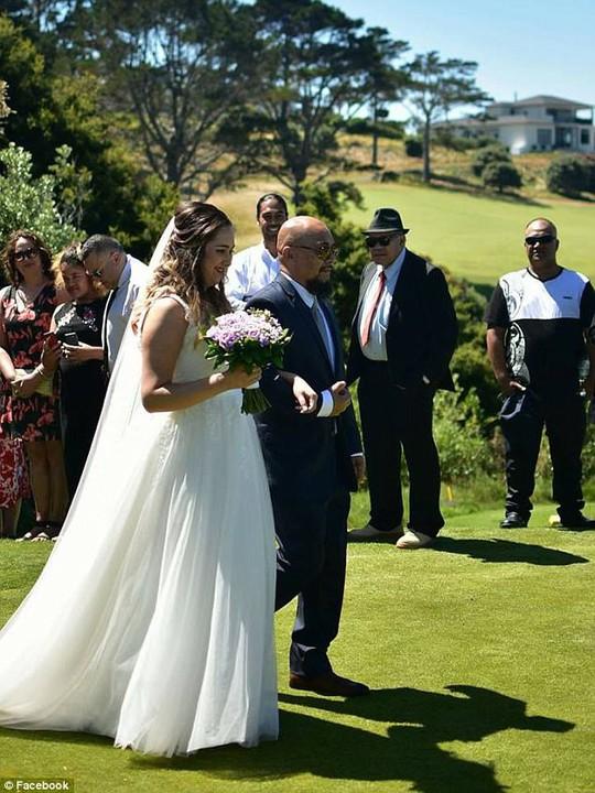 Cô dâu qua đời vài giờ sau đám cưới - Ảnh 1.