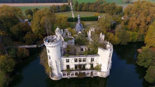 Bên trong lâu đài cổ nước Pháp có hơn 9.000 chủ nhân - Ảnh 1.