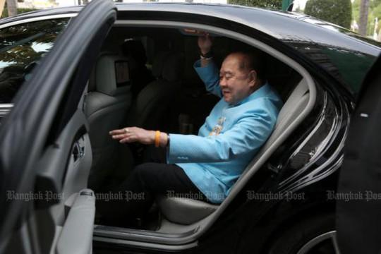 """Phó Thủ tướng Thái Lan mượn đồng hồ xài rồi """"quên"""" trả? - Ảnh 2."""