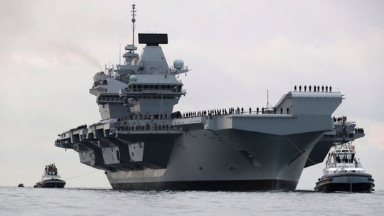 """Tàu sân bay lớn nhất của Anh """"uống"""" 200 lít nước biển/giờ - Ảnh 1."""