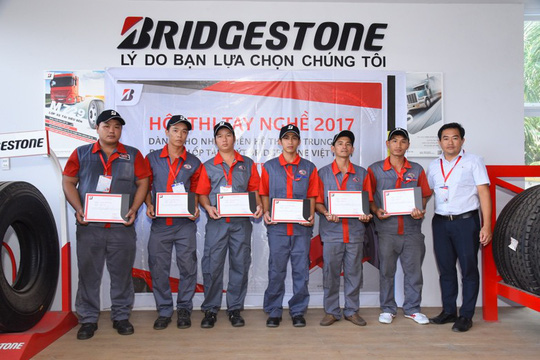 Bridgestone tổ chức Hội thi tay nghề dành cho kỹ thuật viên lốp xe tải, buýt - Ảnh 2.